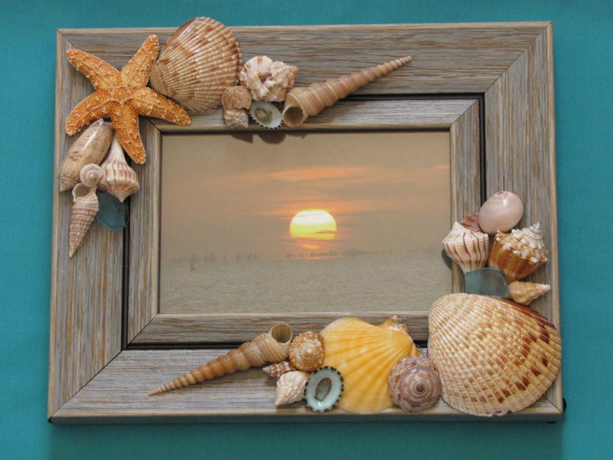 Natural wood picture frame decorated with sea shells